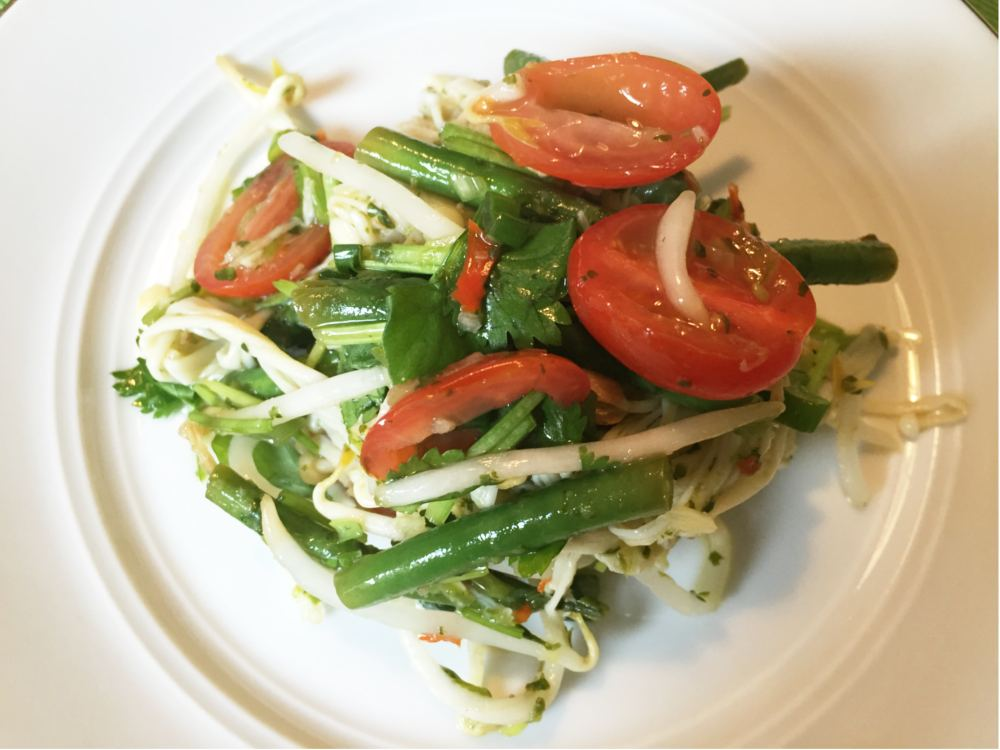 Thai mushroom salad with green beans and bean sprouts